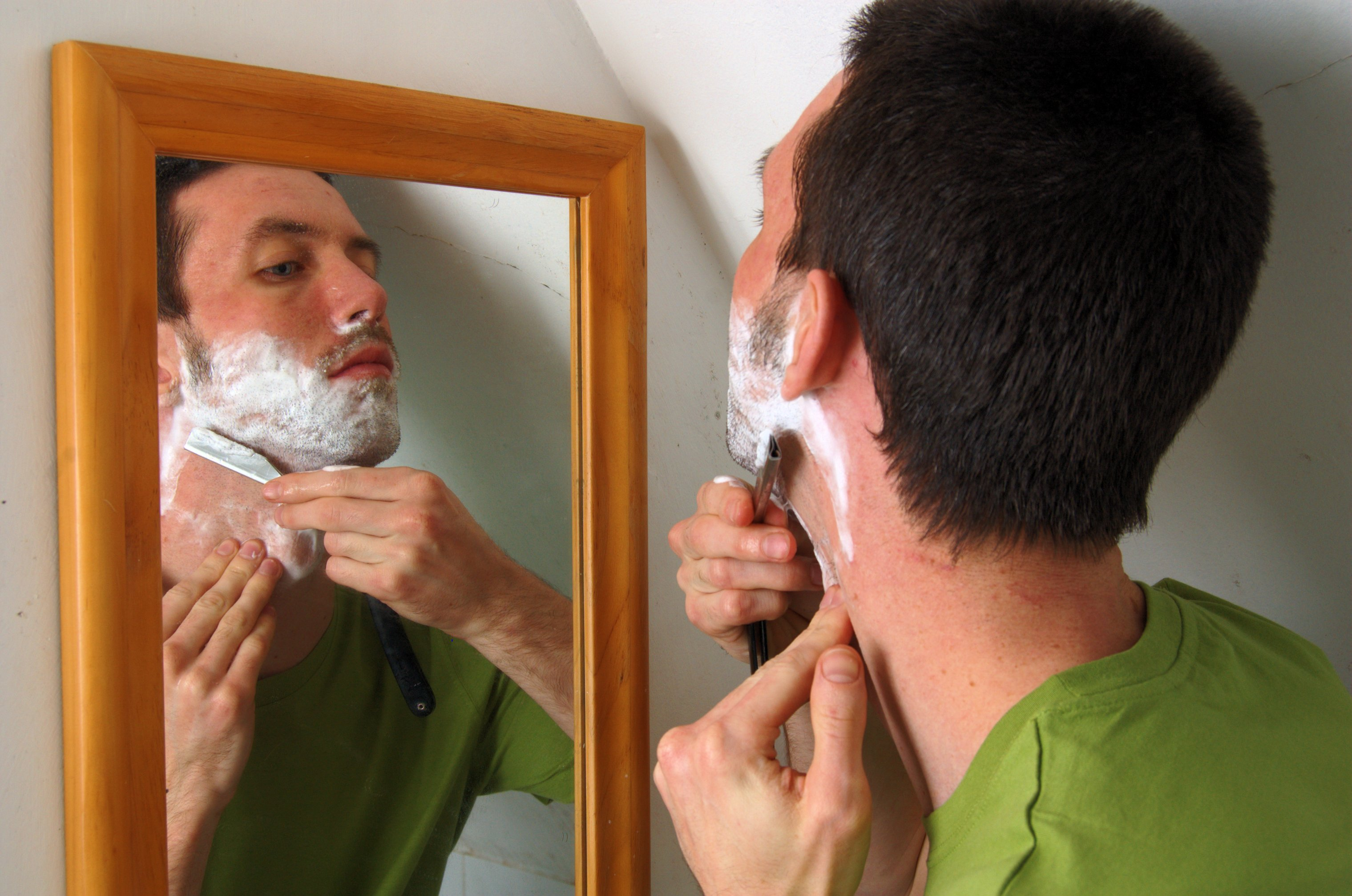 If you're a guy that focusing on how to look attractive, shaving or grooming your facial hair daily is an absolute must!
