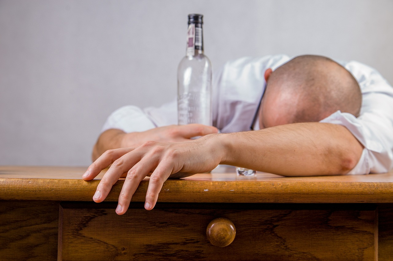 the dangers of alcoholism go far beyond hangovers ... photo by CC user jarmoluk on pixabay