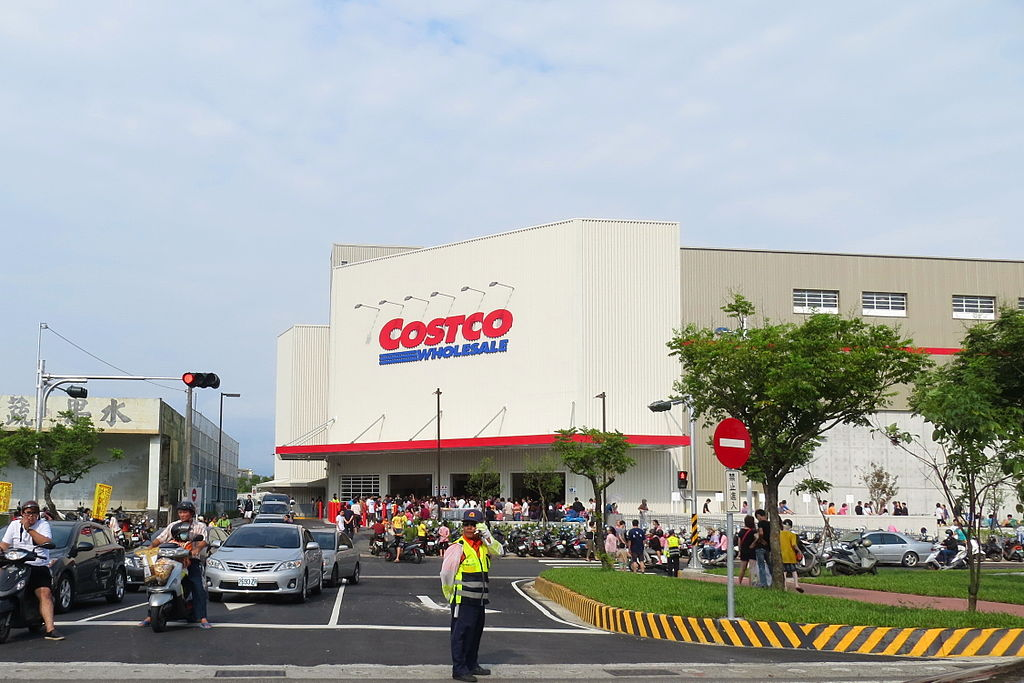 Costco is one of the Top Companies To Work for in America ... photo by CC user Mk2010 on wikimedia commons